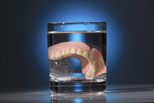 Implantate_statt_Prothesen